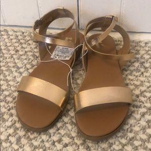 8 1/2 REPORT woman's Sandals